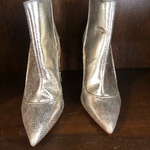 Alice and Olivia NWOT gold booties